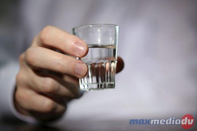 Половина граждан России считают алкоголизм серьезной болезнью— публичный недуг