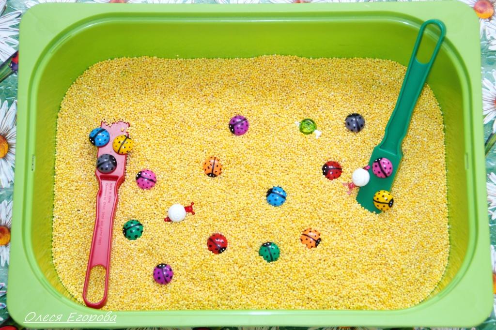 Сенсорные коробки для детей 2 лет своими руками 10